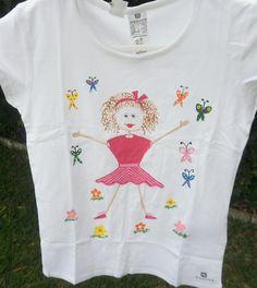Camiseta muñeca palitos III. 12€. Si quieres cambiar algún detalle o añadir detalles nuevos, escríbenos a nohay2iguales@nohay2iguales.com y lo vemos.