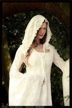 Robes de mariée 2014 Loire Atlantique, Picardie, Bretagne: Robe de mariée médiévale fantasy en dentelle : Dame Blanche