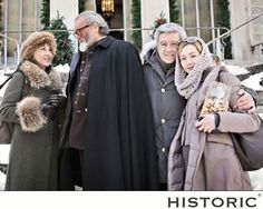 Cristiana Capotondi, giovane, bella e carismatica, indossa un cappotto di Historic durante le riprese del film Il peggior Natale della mia vita.  #cristianacapotondi #ilpeggiornataledellamiavita #historic #modadonna #womenfashion