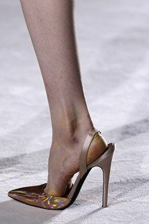 Giambattista Valli spring/summer 2014 couture - http://www.vogue.co.uk/fashion/spring-summer-2014/couture/giambattista-valli