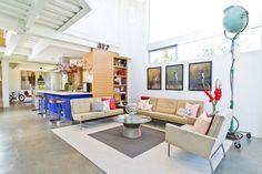 """Delightful """"Grand Blvd Residence"""" in California Exuding Freshness Throughout"""
