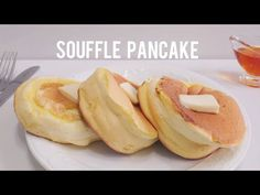 Perfect Fluffy Souffle Pancake Recipe *Ingredients 2 egg yolk Milk Vanilla oil Cake flour Baking powder 2 egg white Sugar Thanks . Souffle Pancakes, Pancakes And Waffles, Egg Recipes For Breakfast, Breakfast Buffet, Oven Recipes, Cooking Recipes, Sabudana Recipes, Pancake Recipe Ingredients, Fried Fish Recipes