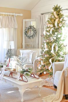 Cozy Farmhouse Christmas in the Front Room-15