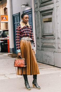 We've gathered our favorite ideas for Milan Fall 1819 Street Style Iii Collage Vintage, Explore our list of popular images of Milan Fall 1819 Street Style Iii Collage Vintage in vintage fashion photography collage. Fashion Week, Look Fashion, Fashion Outfits, Womens Fashion, Fashion Design, Fashion Trends, Fashion Lookbook, Fashion Ideas, Workwear Fashion
