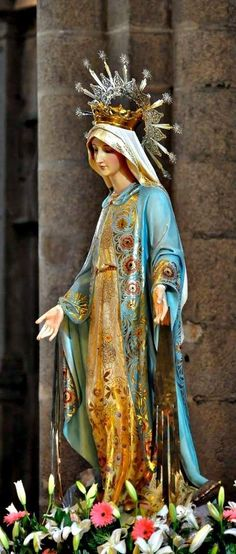 One of the prayers I say the most is the hail Mary. I like to say the hail Mary because I feel it gives me a good connection to Mary. Madonna, Blessed Mother Mary, Blessed Virgin Mary, Mother Teresa, Catholic Art, Catholic Saints, Religious Icons, Religious Art, Immaculée Conception