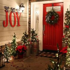 27 Fabulous Outdoor Christmas Decorations for a Winter Wonderland Looking for fu. 27 Fabulous Outdoor Christmas Decorations for a Winter Wonderland Looking for fu. Pallet Christmas Tree, Christmas Garden, Farmhouse Christmas Decor, Christmas Home, Holiday Decor, Christmas Ideas, Farmhouse Decor, Cheap Christmas, Farmhouse Interior