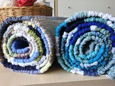 Az elmúlt időszakban kevesebb kreatív munkát végeztem, de azért megmutatom műveimet. Legutóbbi szőnyegem eltér az eddigiektől, mert új alapanyagot használtam: a korábban már bemutatott, zoknigyárbó… Handmade Rugs, Minion, Weaving, Marvel, Throw Pillows, Toss Pillows, Minions, Decorative Pillows, Knitting