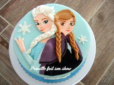 Gateau Reine des Neiges en 2D , motifs appliqués.  2D frozen cake .