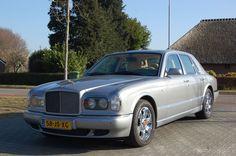 """Bentley - Arnage 6.8 V8 Red Label - 2001  Deze 405 hp ! Bentley is geleverd door Hessing RR dealer in""""01 en is uitgevoerd in grijs metallic met een beige lederen interieur. Goed onderhouden auto. apk geldig tot en met 19-07-2017.De Red Label heeft de betrouwbare 298kw BMW motor en is een synoniem voor luxe comfort en puur genot.Recentelijk onderhoud gehad. oa ; new accumulator rear damper. And service. Repair documents aanwezig. Dit voertuig kan bekeken en afgehaald worden in Tolbert…"""