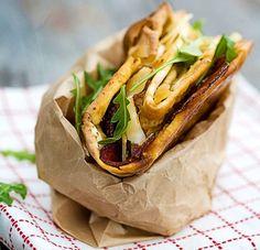Eväsleivän voi napata mukaan ja syödä missä vain, eivätkä täytevaihtoehdot lopu käytännössä koskaan. Tässä viisi maukasta ideaa!