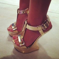 Find images and videos about shoes, gorgeous and heels on We Heart It - the app to get lost in what you love. Sexy Sandals, Shoes Heels Wedges, Sexy Heels, Wedge Heels, High Shoes, Hot High Heels, High Heels Stilettos, Ugly Shoes, Gorgeous Heels