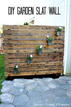 DIY Garden Slat Wall - this is such an easy way to create a little privacy by @Taryn H {Design, Dining + Diapers}