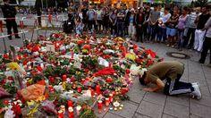 Flores y velas en el sitio de la matanza en Münich perpetrada por un alemán de 18 años admirador de un neonazi. Reuters