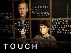 Un niño autista con un don para identificar patrones numéricos descubre que es capaz de predecir el futuro, aunque no pueda hablar.  #Touch #Series #Netflix