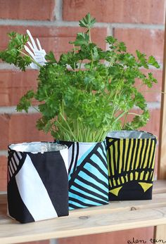 Fused Plastic, Marimekko, Diy Projects To Try, Dressmaking, Handicraft, Diy And Crafts, Planter Pots, Recycling, Crafty