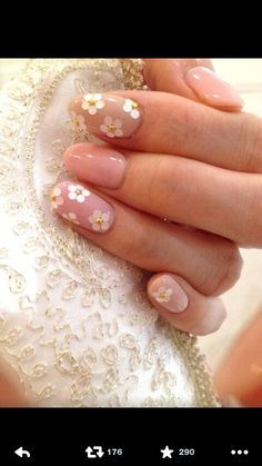 Nails match the dress. Love it!