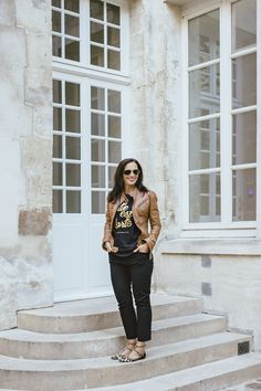 Elle est Forte tee perfect for fall with a leather jacket