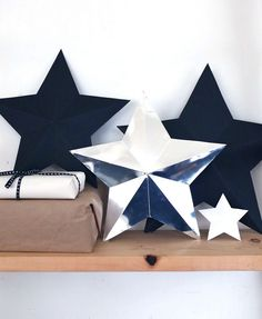 DIY Star Decorations / Gift Boxes Chances are you've bought at least a few of your gifts online this year, So here's a DIY to help you cover them up! This DIY star decorations/ gift boxes Christmas Makes, Christmas Tag, Christmas Crafts, Star Decorations, Christmas Decorations, Diy 3d, 3d Star, Star Diy, Alternative Christmas Tree