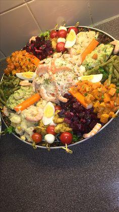 Paella, Cobb Salad, Ethnic Recipes, Bungalow, Fennel, House Salad, Meal, Eat, Romaine Salad