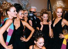 1996 - KL & models at KL backstage - Carla Bruni, Helena Christensen, Linda Evangelista, KL, Kate Moss, Karen Mulder & Caroline Ribeiro