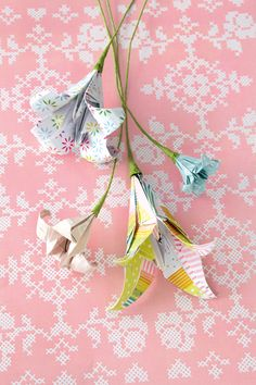 DIY: Easy origami: Fold a lily. YESSS!