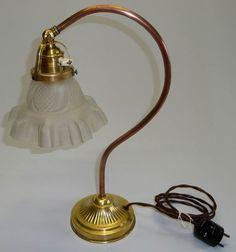 STAROZITNA STOLNI LAMPA LAMPICKA MED MOSAZ SECESE MATNE SKLO