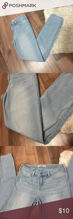Hollister Light Wash Jean Jegging So soft and stretchy! Very lightweight Denim feel. They have a lot of stretch and feel like you're wearing leggings! Purchased from Platos Closet but only wore once or twice so I'm reselling! Great condition. Hollister Jeans Skinny