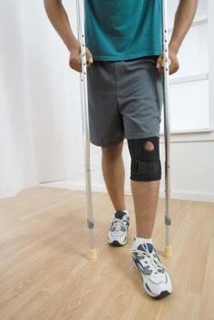 Although using crutches might take some getting used to, it's important to maintain as much physical exercise as your injury allows. The amount of calories you burn will depend on your weight and the length of time you walk on your crutches. Torn Meniscus Surgery, Acl Surgery Recovery, Acl Tear Recovery, Weight Bearing Exercises, Ankle Surgery, Knee Injury, Lisfranc Injury, Acl Knee, Knee Brace