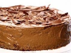 Receita de Bolo em camadas de chocolate - bolos estão assados, espete um palito. Se o palito sair limpo, está pronto. 9. Retire do forno, deixe esfriar por alguns minutos antes de...