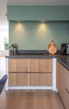 Kitchen Furniture, Kitchen Interior, Kitchen Decor, Home Room Design, House Design, Living Pequeños, Green Kitchen Walls, Dinner Room, Beautiful Kitchen Designs