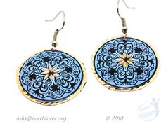 Earrings: Turkish designed, drop-style Dimension: cm Weight: g Shape: Round medalliom Color: Dark blue background, black and gold pattern, indented gold rim Materials: Hand painted copper Turkish Design, Dark Blue Background, Gold Pattern, Copper Jewelry, Blue Backgrounds, Crochet Earrings, Arts And Crafts, Jewelry Design, Hand Painted