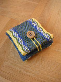 DSCN5296 | Flickr - Photo Sharing! Nadelkissen Leinen. Gewebt von Blue der Brettchenweberin Inkle Weaving, Inkle Loom, Card Weaving, Tablet Weaving, Weaving Projects, Fabric Scraps, Band, Needlework, Free Pattern