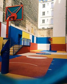 Guess where is this basketball playground? Street Basketball, Basketball Photos, Basketball Court, Landscape Engineer, Exterior Design, Home Interior Design, Interactive Walls, Mood Images, Le Havre