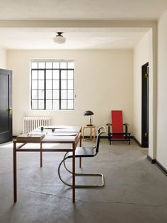 SFMOMA celebrates the beauty in simplicity with 'donald judd: specific furniture' exhibition Interior Architecture, Interior And Exterior, Bauhaus Design, Deco Design, Office Interiors, Interior Design Inspiration, Decoration, Living Spaces, Furniture Design