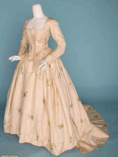 18th century gown... no info ):