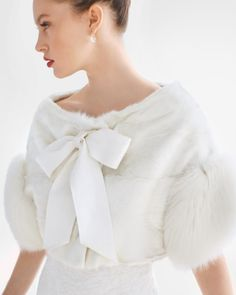Fur jacket perfect for winter weddings #wedding #inspiration #details #jacket #fur #winter