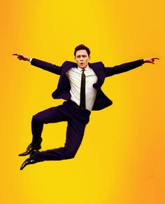 I guess Tom Hiddleston likes to click his heels. Tom Hiddleston Dancing, Tom Hiddleston Loki, Chris Hemsworth, Fransisco Lachowski, Fancy Suit, Thomas William Hiddleston, Art Graphique, Drawing Poses, Mellow Yellow