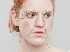 Facepiece by Noémie Doge Contemporary Jewellery, Modern Jewelry, Boho Jewelry, Jewelry Art, Jewelery, Jewelry Necklaces, Jewelry Design, Face Jewellery, Fashion Accessories