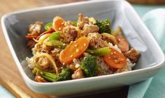 Ground Chicken Sesame Stir-Fry over Brown Rice - This veggie-packed stir-fry is nutrient-rich and full of flavour. Brown rice instead of white adds even more nutritional value. Best Chicken Recipes, Rib Recipes, Asian Recipes, Soup Recipes, Dinner Recipes, Cooking Recipes, Healthy Recipes, Lasagna Recipes, Spinach Recipes