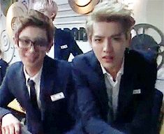The amount of grease in this gif tho (w/ chanyeol doing his dumb sideburn slide thing and kris winking /chokes on the grease)