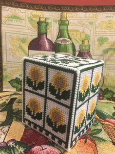 Gift for the one who loves sunflowers. Cheerful tissue box cover for the ladies room. Plastic Canvas Stitches, Plastic Canvas Tissue Boxes, Plastic Canvas Crafts, Plastic Canvas Patterns, Ohio State Crafts, Sunflower Crafts, Greenbay Packers, Macrame Patterns, Valances
