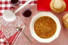 ¿Hace frío? Pues haz sopa. ¿Hace mucho mucho frío? Entonces haz sopa de ajo. Una sopa española tradicional que te calentará a la hora de la comida o la cena. ¡Enciende la Crock!