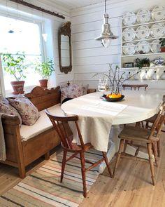 """5,718 likerklikk, 108 kommentarer – Elin Nordström (@torpet125) på Instagram: """"Som jag har letat en kökssoffa som jag både gillar och som passar in till övriga möbler, och…"""" Dining Area, Dining Room, Outdoor Furniture Sets, Outdoor Decor, Farmhouse Style, Small Spaces, Shabby Chic, New Homes, Interior Design"""