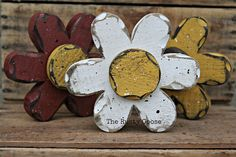 Primitive Flower Summer Decor Daisy Shelf Sitter by therustygoose Wood Flowers, Rustic Flowers, Paper Flowers, Wooden Crafts, Woodworking Crafts, Woodworking Beginner, Woodworking Lathe, Summer Crafts, Easter Crafts