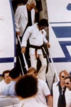 Elvis arriving at the airport with the Memphis mafia 1973
