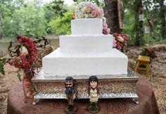 Bobble heads wedding cake