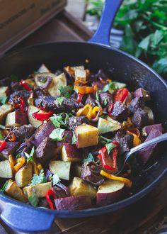 Smoky Steak, Potato, and Pepper Skillet   #justeatrealfood #runningtothekitchen