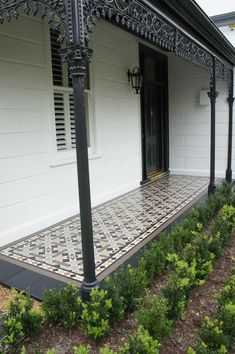Ideas for house entrance tiles front porches Porch Tile, Patio Tiles, Outdoor Tiles, Exterior Tiles, Exterior House Colors, Victorian Porch, Victorian Homes, Victorian Front Garden, Brick Facade