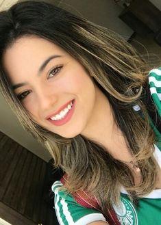Hot Football Fans, Football Girls, Soccer Fans, Soccer Girls, Woman Smile, Woman Face, The Most Beautiful Girl, Gorgeous Women, Hot Fan