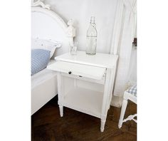 Bedside table in gustavian style (item no: 1104). Visit our homepage for more information and to view all your finish & fabric options. /SWSC